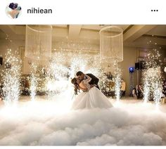 An elegant fog to the dance floor - Lombn Sites Wedding First Dance, Dance Floor Wedding, Dream Wedding, Most Beautiful Wedding Dresses, Elegant Wedding Dress, Wedding Dress Winter, Wedding Photography Poses, Wedding Moments, Wedding Reception Decorations