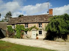 Three-bedroom stone cottage, Kempsford, views over village green
