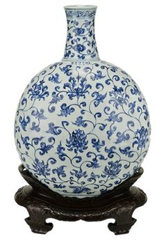 Large porcelain flask painted with underglaze blue decoration. Made in Jingdezhen, China. Ming dynasty, Xuande mark and period, 1426–1435. ©...