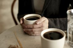 Deux tasses, ça ne vous donne pas envie de prendre un thé avec une copine ?