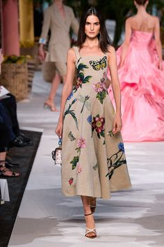 Oscar de la Renta Spring 2020 Ready-to-Wear collection, runway looks, beauty, models, and reviews.