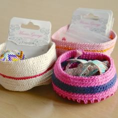 A quick crochet project to use up ends of yarn. These cute little bowls are a great way to organize odds and ends, jewellery and so on.
