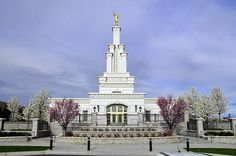 Columbia River Washington LDS Temple    Find more LDS inspiration at: www.MormonLink.com