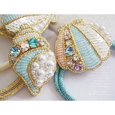 Необычные подарки. Bead Embroidery Tutorial, Tambour Embroidery, Bead Embroidery Jewelry, Beaded Jewelry Patterns, Beading Patterns, Beaded Crafts, Jewelry Crafts, Lesage, Beaded Brooch
