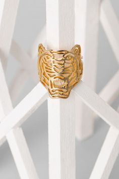 Gift Idea - Kenzo Gold-plated Tiger Ring - Kenzo Jewelry Women - Kenzo E-shop Dainty Jewelry, Gold Jewelry, Jewelery, Jewelry Accessories, Women Jewelry, Glitter Fashion, Dragon Jewelry, Plaque, Tejidos