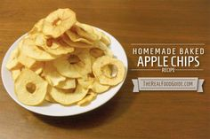Homemade baked apple chips recipe - The Real Food Guide #paleo #carbfree #carbless #nocarb #lowcarb #eatclean #healthy #healthyfood #flourless #cleaneating