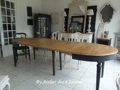 Table  ancienne avec rallonges piétement patiné gris ardoise, plateau en bois finition cirée. Table revisitée pour un look dans l'air du temps.Atelier des 4 saisons.