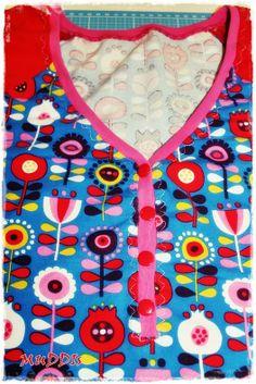 Supercoole Knopfleiste für das V-Raglan-Shirt von Frau Liebstes