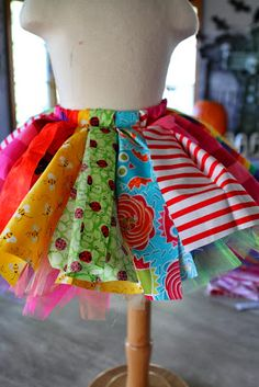 The world& most adorable clown costume EVER! Here is a step by step instructions on how to make this clown tutu costume. Cute Clown Costume, Clown Costume Women, Costume Carnaval, Costumes For Women, Clown Costumes Kids, Halloween Costumes, Halloween Outfits, Clown Clothes, Clown Outfits