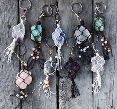 Raw crystals wrapped in string with beads on keych Keychain Hook, Crystal Keychain, Macrame Colar, Diy Jewelry, Jewelry Making, Gold Jewellery, Girly Car, Do It Yourself Jewelry, Cute Car Accessories