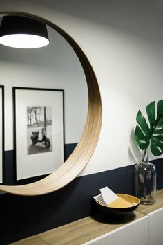 Round mirror hung over hallway console table Ikea Hallway, Hallway Console, Console Table, Luxury Kitchen Design, Best Kitchen Designs, Luxury Kitchens, Ikea Mirror, Entryway Mirror, Mirror Decor Living Room