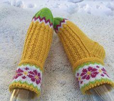 Ravelry: Påskesokker pattern by Gro Andersen Fingerless Gloves, Arm Warmers, Mittens, Ravelry, Free Pattern, Wool, Knitting, Projects, Scarves