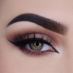 The perfect romantic look on #miaumauve's #EOTD with our #PROPalette in Garnet and White.