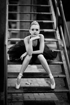 Senior Portrait / Photo / Picture Idea - Girls - Dance / Dancer - Ballet / Ballerina - Steps / Stairs