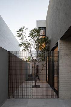 Galería de Casa D-4 / TAI Arquitectos - 2 Minimal Architecture, Residential Architecture, Architecture Details, Landscape Architecture, Landscape Design, Facade Design, Fence Design, Door Design, Exterior Design