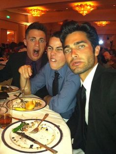 Colton Haynes, Dylan O'Brien, and Tyler Hoechlin This picture is priceless. Arte Teen Wolf, Teen Wolf Mtv, Teen Wolf Funny, Teen Wolf Memes, Teen Wolf Boys, Teen Wolf Dylan, Teen Wolf Cast, Dylan O'brien Funny, Wolf Stuff