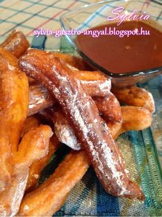 Sylvia Gasztro Angyal: Spanyol fahéjas fánk (Churros) Churros, French Toast, Bacon, Snacks, Cookies, Breakfast, Cake, Recipes, Food