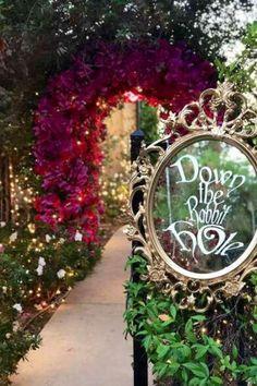 Alice In Wonderland Garden, Alice In Wonderland Tea Party Birthday, Alice In Wonderland Decorations, Alice Tea Party, Winter Wonderland, Halloween Alice In Wonderland, Mad Tea Parties, Mad Hatter Party, Mad Hatter Tea