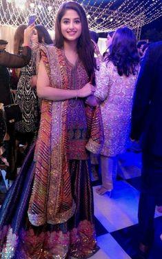 Bridal Sharara Designs For Wedding Latest Collections 2018 Bridal Mehndi Dresses, Pakistani Wedding Dresses, Pakistani Outfits, Indian Outfits, Shadi Dresses, Indian Dresses, Dresses Dresses, Casual Dresses, Pakistan Fashion