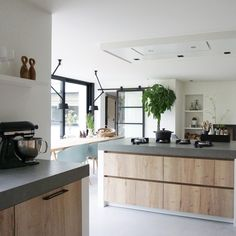 Top 5 Binnenkijker Awards 2019 categorie keuken - Alles om v Modern Farmhouse Kitchens, Farmhouse Style Kitchen, Home Decor Kitchen, Rustic Kitchen, Interior Design Kitchen, Home Kitchens, Kitchen Ideas, Kitchen Inspiration, Kitchen Cupboard Doors