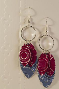 Boucles d'oreilles pendantes légères en aluminium et métal argenté - Gouttes fuschias et bleues