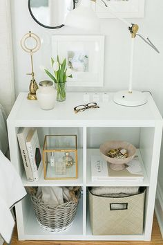 Stellingkast KALLAX hoogglans wit - The Haute Debutante Shelf unit KALLAX high gloss white Slaapkamerideeën en Home Design Room Decor Design Room, Interior Design, Ikea Bedroom Design, Bedroom Designs, Ikea Bedroom Storage, Bedroom Storage Ideas For Small Spaces, Bed Design, Bedside Storage, Bedroom Shelves
