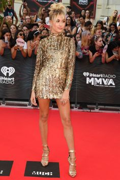 19 June Hailey Baldwin also walked the Toronto red carpet, opting for a high-shine gold mini-dress.