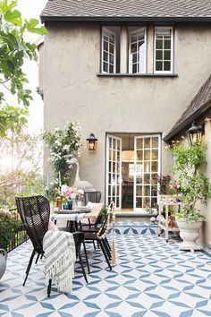 Pro Approach - 25 Patios We Could Live In - Photos