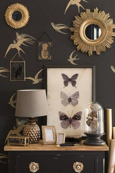 Black in the decor? (Home Challenge March ♡ Trend deco Milord_Cabinet of curiosities_Maisons du Monde. Deco, Home Decor Inspiration, Decor, Golden Mirror, Dark Interiors, Decor Inspiration, Inspiration, Maisons Du Monde, Home Decor