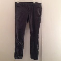 Express grey jeggings zip ankle Grey Jean leggings never worn, tags removed Express Pants Skinny