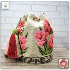 Wayuu bag one strand รุ่น premium quality ⭕️Sold out⭕ Cute Crochet, Knit Crochet, Mochila Crochet, Tapestry Crochet Patterns, Tapestry Bag, Knitted Bags, Bucket Bag, Purses And Bags, Reusable Tote Bags