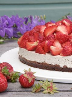 Mansikkapaikan raakakakku Vegan Cheesecake, Desserts, Recipes, Food, Tailgate Desserts, Deserts, Recipies, Essen, Postres