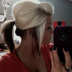 I LOVE doing my hair like this! Same exact colors too!<3