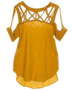 Blusa na cor mostarda, com detalhe vazado frontal e traseiro.   Dá um tom moderno e minimalista no modelitto.   Vai bem com: Calças, shorts, e acessórios fashion. Composição: 98% viscose, 2% elastano.