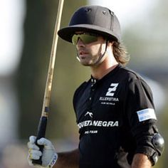 """The Town & Country magazine online, has just released its ranking of the single most coveted in the world. This charming hotel includes list heads (soon) crowned men rich and influential, talented or just """"son"""". Editorial presents 20 great games ...  # 4: Facundo Pieres  A 26 year old Facundo Pieres is heir to an acting dynasty Argentine polo. He is currently in 4th place in the world of sports. If you like horses and are a fan of Hard Rock Cafe, go galloping!"""