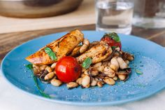 Balsamic chicken with tomato, basil, & white beans 8fit