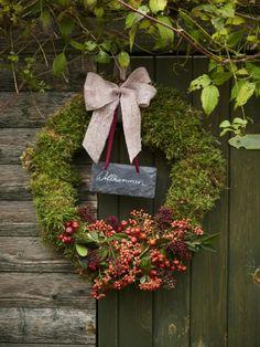 Im Herbst und Winter kennt unsere Dekolust keine Grenzen. Mit Schätzen aus der Natur basteln wie Kränze und Blumendeko für drinnen und draußen.