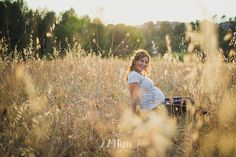 Sesión de fotos de embarazada en campo de espigas en verano en exterior en barcelona, Sesión de fotos de embarazada en exterior en barcelona, barcelona, pregnancy photography | 274km gala martínez barcelona embaràs, pregnancy, maternity, maternidad, fotografía, photography, belly, expecting, esperando, verano, estiu, summer