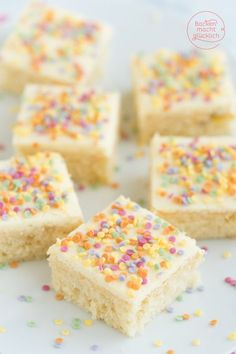 Confetti cake from a tray Baking makes you happy- Konfetti-Kuchen vom Blech Cupcakes, Funfetti Kuchen, Soda Cake, Carnival Food, Lime Cake, Apple Smoothies, Salty Cake, Food Cakes, Savoury Cake