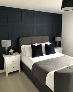 has such a crisp and fantastic-looking bedroom! I'm loving the stark contrasts between the colours! ☺️⠀ ⠀ How fabulous are Navy Blue and White colour contrasts? What would you contrast Navy blue with? Blue Bedroom, Bedroom Colors, Dream Bedroom, Home Decor Bedroom, Fantasy Bedroom, Bedroom Ideas, Feature Wall Bedroom, Bedroom Wall, Master Bedroom Makeover