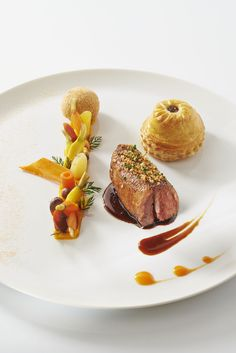 Pigeon - Hôtel Le Chabichou Restaurants & Spa. Restaurant of Grands Chefs Relais & Châteaux and hotel in the mountains. France Photo by Philippe Barret