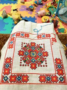 Butterfly Embroidery, Folk Embroidery, Cross Stitch Embroidery, Embroidery Patterns, Cross Stitch Borders, Cross Stitching, Cross Stitch Patterns, Tapestry Loom, Tapestry Crochet