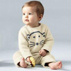 TRICOT GRATUIT - Combinaison pour bébé au point jersey - Création Phildar. Voici un modèle adorable, gratuit, en français, pour tricoter une combinaison ourson à vos bébés. Un pyjama DIY à tricoter !