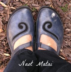 BUNION-FRIENDLY FOOTWEAR GUIDE Sock Shoes, Cute Shoes, Me Too Shoes, Shoe Boots, Women's Shoes, Most Comfortable Shoes, Comfy Shoes, Best Shoes For Bunions, Bunion Shoes