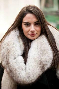 Long Hair and Blue Fox Fur Collar Jacket, Fox Fur Jacket, Fox Fur Coat, Fur Coat Fashion, Stunning Brunette, Fur Accessories, Fabulous Fox, Great Women, White Fur