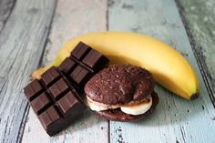 Whoopies with bananas and chocolate