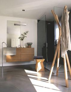 Salle de bains nature. Meuble en chêne et pierre. Plus de photos sur Côté Maison http://petitlien.fr/7ih6