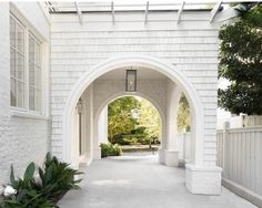 The minute I saw this exterior on I fell head over heels 🙌🏻 The exterior is so perfectly executed with the white brick, white… Porte Cochere, Driveway Design, Driveway Ideas, Driveway Entrance, Shingle Siding, Concrete Driveways, Transitional House, White Concrete, Dream House Exterior