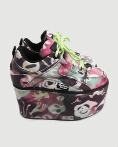 I want some 90's platform sneakers but no one makes them anymore ;n;
