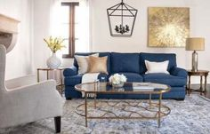 Blue Living Room Decor - What color couch goes with blue walls? Blue Living Room Decor - What colors go with navy blue? Couches Living Room, Gold Living Room, Glam Living Room Decor, Black Dining Room, Blue Couch Living Room, Luxury Living Room, Blue Couch Living, Blue And Gold Living Room, Coastal Living Rooms